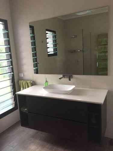 Bathroom sink & vanity